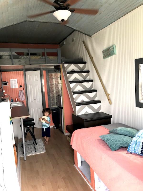 cozinha e sala da tiny house