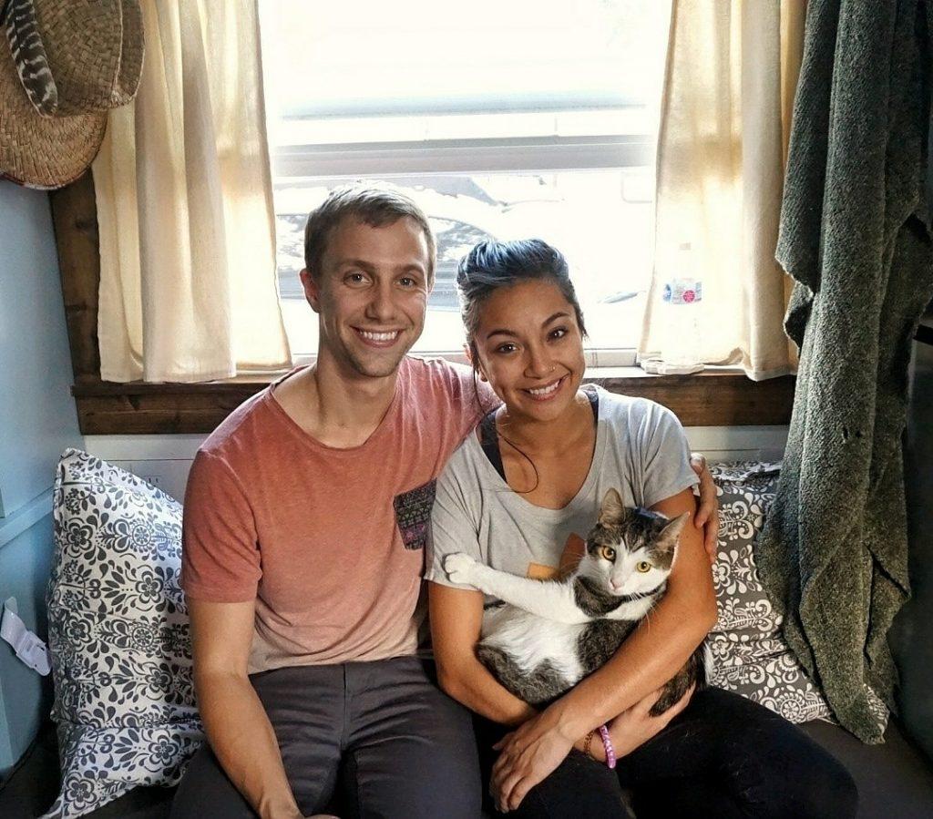 casal com gatinho