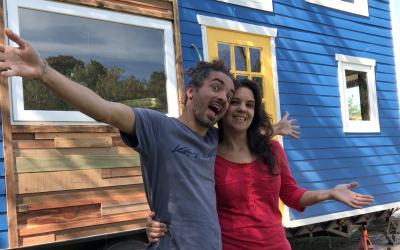 TOUR DA NOSSA TINY HOUSE – PT. 1   SALA E COZINHA