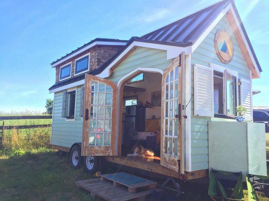 mini casa sobre rodas linda de madeira