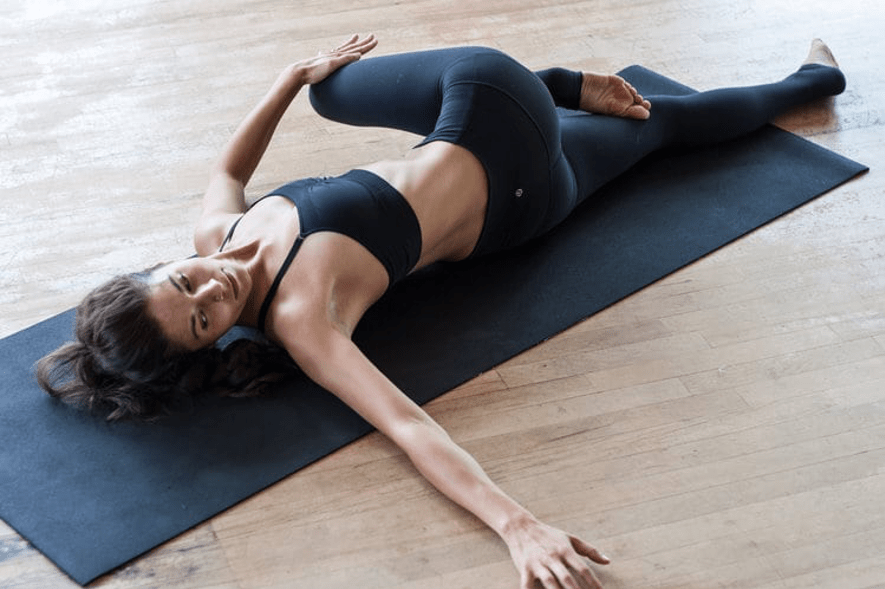 YOGA Postura da meia torção - Ardha Matsyendrasana